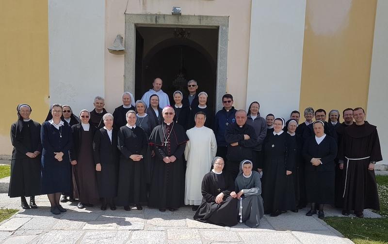 U pastoralnom centru župe svetog Josipa u Ličkom Osiku od 16. do 18. svibnja 2019. godine održano je 48. vijećanje redovničkih odgojitelja i odgojiteljica.